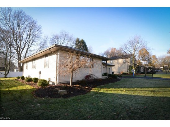 1273 Valley View Dr, Youngstown, OH - USA (photo 3)