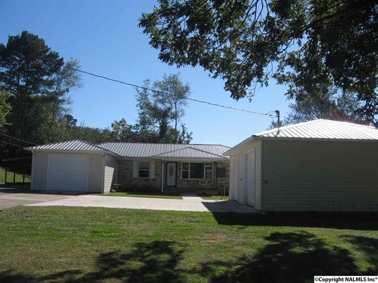 FULL BRICK 3 BEDROOM HOME. WITH ATTACHED AND DETACHED GARAGE. (photo 1)