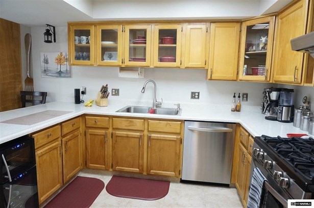 Condo/Townhouse - Carson City, NV (photo 3)