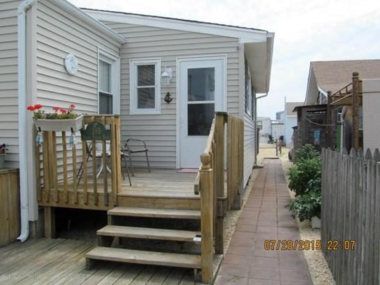 39 Shore Villa Road 106, South Seaside Park, NJ - USA (photo 2)