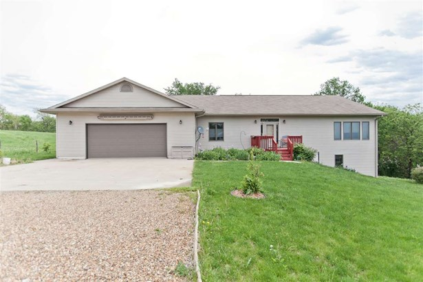 1222 Ll Avenue, Marengo, IA - USA (photo 1)