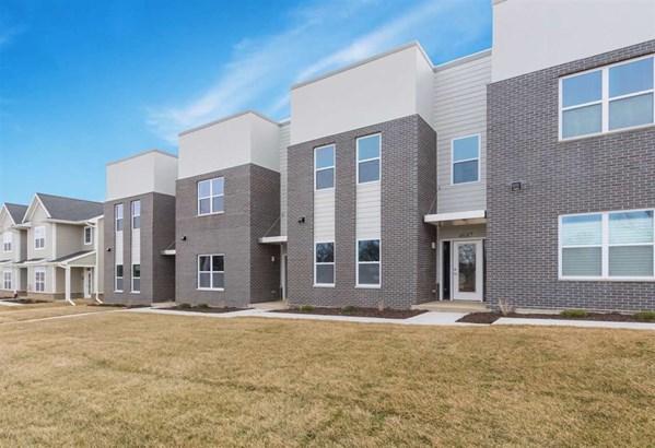 4691 Se Herbert Hoover, Iowa City, IA - USA (photo 1)