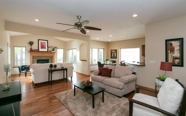 2250 Dempster Dr, Coralville, IA - USA (photo 2)