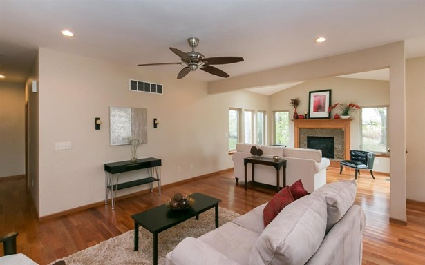 2250 Dempster Dr, Coralville, IA - USA (photo 3)
