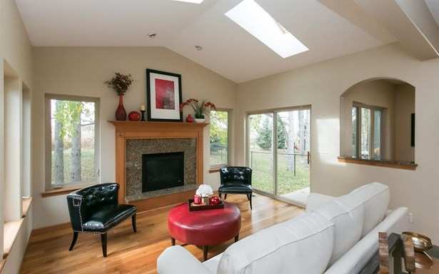 2250 Dempster Dr, Coralville, IA - USA (photo 4)
