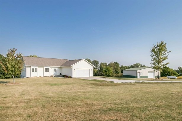20227 County Road W66, Columbus Junction, IA - USA (photo 1)