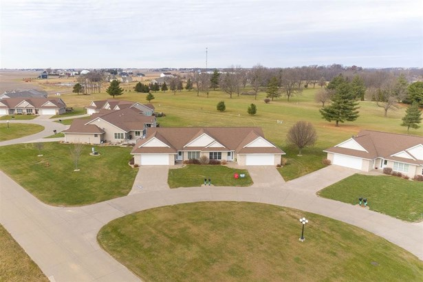 1479 Ridgeview Ave, West Liberty, IA - USA (photo 2)