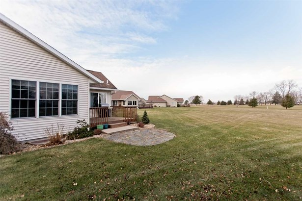 1479 Ridgeview Ave, West Liberty, IA - USA (photo 5)
