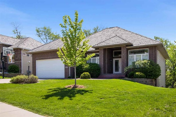 2082 Dempster Dr, Coralville, IA - USA (photo 1)