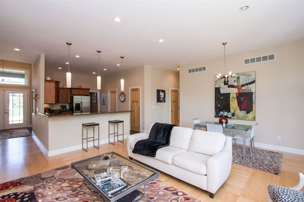 2082 Dempster Dr, Coralville, IA - USA (photo 4)