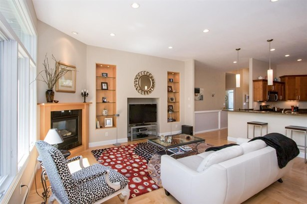 2082 Dempster Dr, Coralville, IA - USA (photo 5)