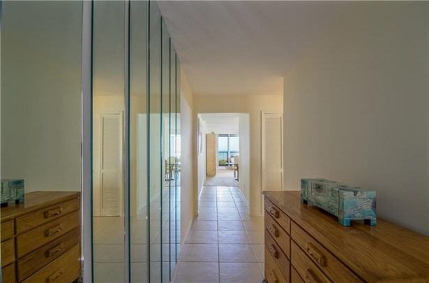 Condo/Coop - Jensen Beach, FL (photo 5)