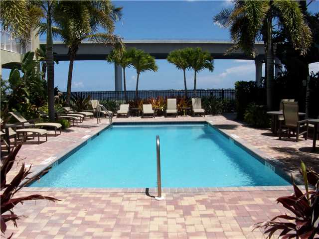 Condo/Coop - Stuart, FL (photo 2)
