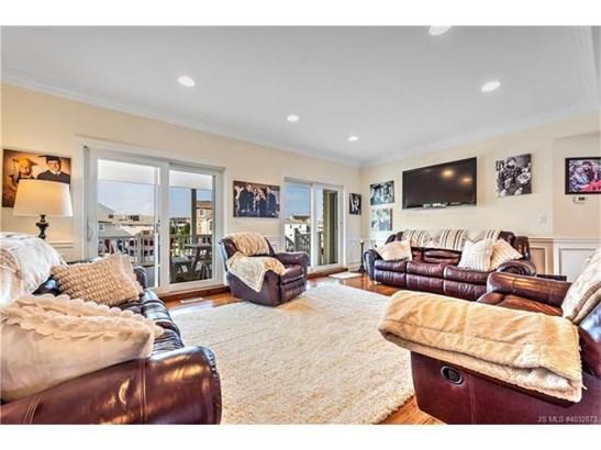 Contemporary,Reversed Living, Single Family - Stafford Twp, NJ (photo 3)
