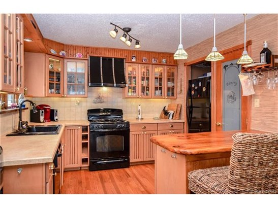 Raised Ranch, Single Family - Stafford Twp, NJ (photo 3)
