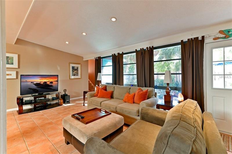 8324 Marina Drive, Holmes Beach, FL - USA (photo 3)