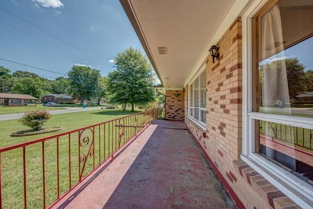 304 E Tennessee Avenue, Bessemer City, NC - USA (photo 3)