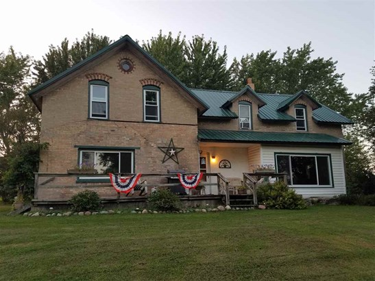 Residential, 2 Story - GILLETT, WI (photo 1)