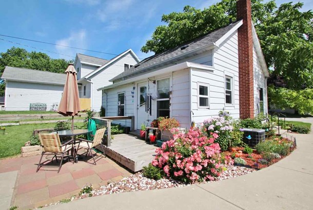 1.5 Story, Residential - GREEN BAY, WI (photo 2)