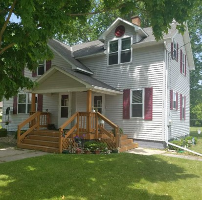 2 Story,2 Up And Down - Gillett, WI (photo 1)