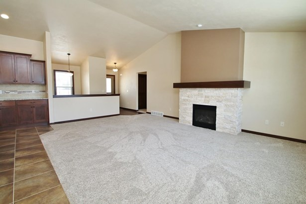 1 Story, Residential - DE PERE, WI (photo 2)