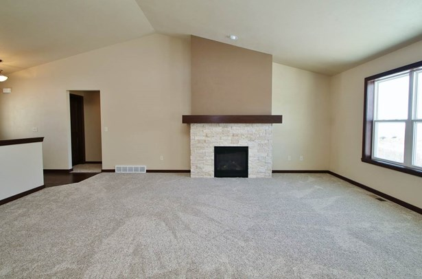 1 Story, Residential - DE PERE, WI (photo 3)