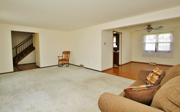Colonial, 2 Story - Green Bay, WI (photo 3)