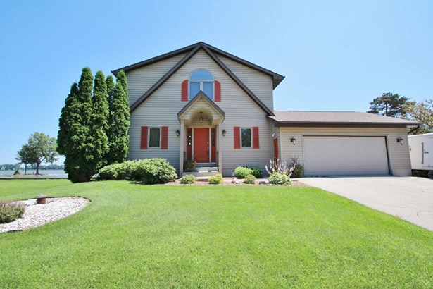 1.5 Story, Residential - SUAMICO, WI (photo 1)
