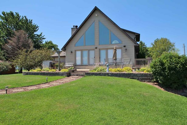 1.5 Story, Residential - SUAMICO, WI (photo 2)