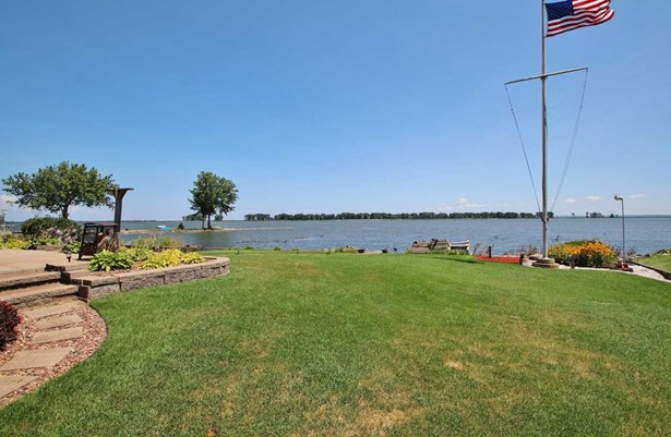 1.5 Story, Residential - SUAMICO, WI (photo 4)