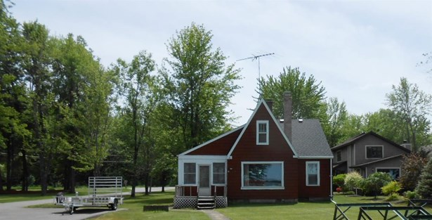 1.5 Story - Cecil, WI (photo 3)