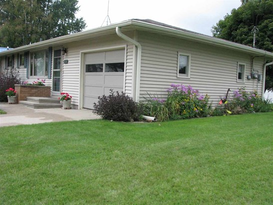 1 Story, Residential - GILLETT, WI (photo 4)