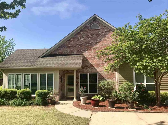 Townhome, Traditional - Flowood, MS (photo 2)