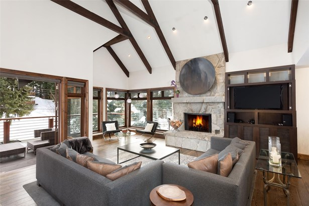 8326 Valley Drive, Whistler, BC - CAN (photo 1)