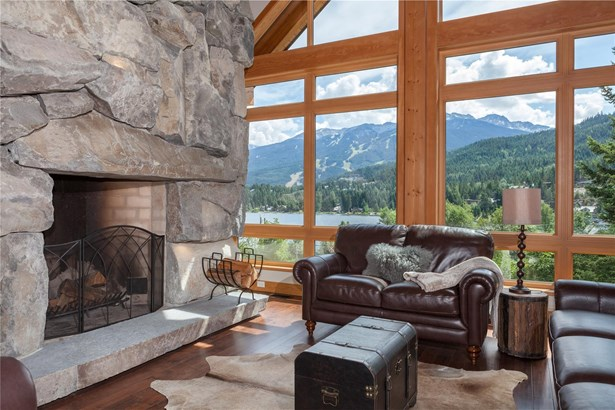 5520 Old Mill Lane, Whistler, BC - CAN (photo 3)