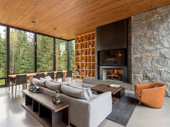 8059 Cypress Place, Whistler, BC - CAN (photo 2)