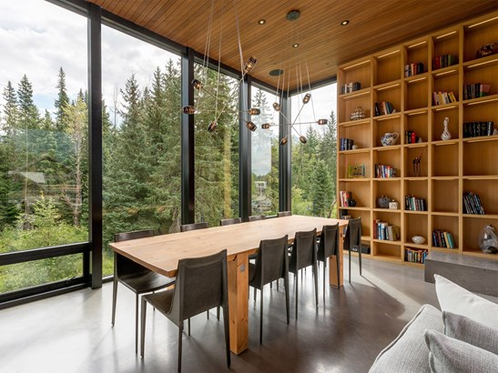 8059 Cypress Place, Whistler, BC - CAN (photo 3)