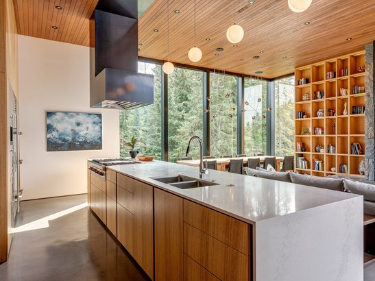 8059 Cypress Place, Whistler, BC - CAN (photo 4)