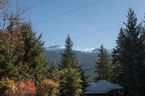 9289 Lakeshore Drive, Whistler, BC - CAN (photo 2)
