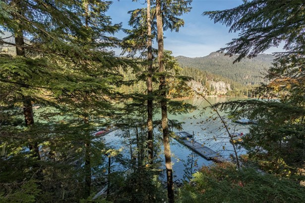 9289 Lakeshore Drive, Whistler, BC - CAN (photo 3)