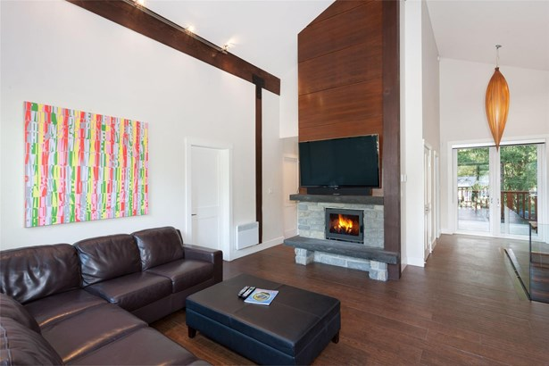 8313 Chalet Drive, Whistler, BC - CAN (photo 1)