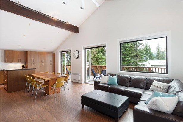 8313 Chalet Drive, Whistler, BC - CAN (photo 2)