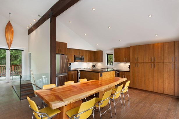 8313 Chalet Drive, Whistler, BC - CAN (photo 4)