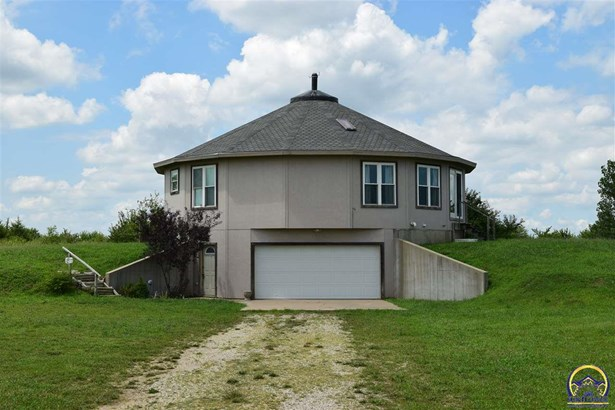 Single House - Berryton, KS (photo 1)