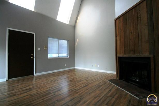 Apartment Building - Topeka, KS (photo 2)