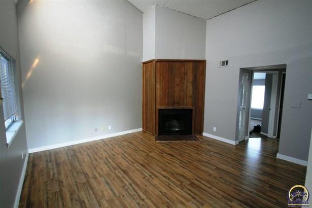 Apartment Building - Topeka, KS (photo 3)