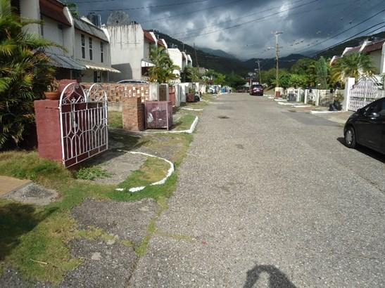 5 Golding Circle, Mona - JAM (photo 4)