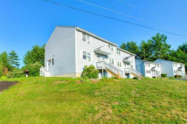 Townhouse, Condo - Sandown, NH (photo 2)