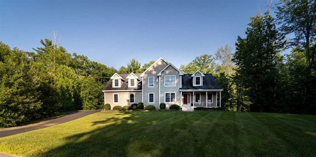 Colonial, Single Family - Hampstead, NH