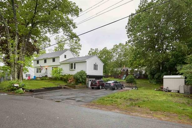 Colonial, Single Family - Plaistow, NH (photo 2)